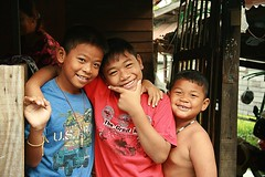 happy boys (the foreign photographer - ฝรั่งถ่) Tags: three happy boys khlong thanon portraits bangkhen bangkok thailand canon