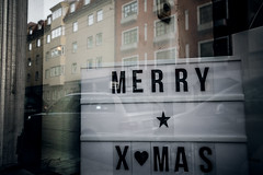 Merry Xmas (Melissa Maples) Tags: münchen munich deutschland germany europe nikon d3300 ニコン 尼康 sigma hsm 1020mm f456 1020mmf456 winter merryxmas text sign reflection window holidays christmas