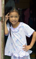 pretty girl in a doorway (the foreign photographer - ฝรั่งถ่) Tags: jun212015nikon pretty girl child doorway khlong lat phrao portraits bangkhen bangkok thailand nikon d3200