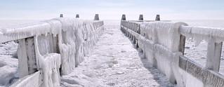 Extreme weather creates special images at Afsluitdijk