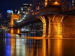 Floodstage! (Bill Fultz) Tags: johnaroeblingsuspensionbridge cincinnatiohio ohioriver covingtonkentucky roeblingsuspensionbridge lovethecov ohioriverflood