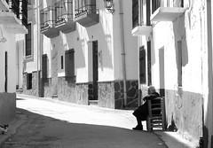 Demasiado tiempo esperando (Micheo) Tags: diadelamujer 8demarzo internationalwomensday señora mujer woman lady elderly patient hope espera