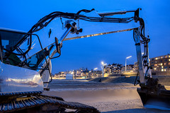 The excavator @ Scheveningen 2018 (zilverbat.) Tags: bluehour longexposure scheveningen thehague thenetherlands longexposurenetherlands night nightphotography beach bild longexposurebynight image zilverbat dutchholland holland dutch blue canon wallpaper world bookcover excavator machine urban silver zilver