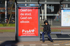 Middenweg - Amsterdam (Netherlands) (Meteorry) Tags: europe nederland netherlands holland paysbas noordholland amsterdam amsterdampeople candid oost east est watergraafsmeer middenweg brinkstraat tramstop arrêt pvda boy homme kid enfant gvb jcdecaux publicité commercial affiche red rouge march 2018 meteorry