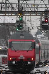 SBB Lokomotive Re 460 mit neuem SBB Signet aus Metall an der Front ( Hersteller SLM ABB - Elektrolokomotive Triebfahrzeug ) am Bahnhof Bern im Kanton Bern der Schweiz (chrchr_75) Tags: christoph hurni chrchr75 chrchr chriguhurni chriguhurnibluemailch märz 2018 schweiz suisse switzerland svizzera suissa swiss