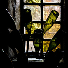 Chateau de Savigny - Bouteilles au cellier. (Gilles Daligand) Tags: bouteilles vides cellier contrejour storeroom bottles vin wine chateau savignylesbeaune