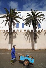 the porter (leuntje) Tags: essaouira maroc morocco porter citywall townwall unesco unescoworldheritage marrakechtensiftalhaouz africa
