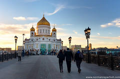 Cathedral of Christ the Saviour - Moscow Russia (Keystone Photography) Tags: repacholi keystone pentaxk5 moscow russia europe colour sunset urban city cityscape landmark tourist holiday candid golden cathedral orthodox religion rebuilt history monument dusk