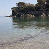Arriva il sole all'#elba, qui siamo sulla spiaggia di Cala delle Alghe a #cavo. Continuate a taggare le vostre foto con #isoladelbaapp il tag delle vostre vacanze all'#isoladelba (isoladelbaapp) Tags: instagram isoladelba elba