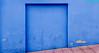 Geometria urbana. 133. Puerto del Rosario, Fuerteventura, diciembre 2017. (Jazz Sandoval) Tags: 2017 elfumador españa exterior enlacalle azul arquitectura building contraste canarias color calle curiosidad colour curiosity city ciudad casa cerrada digital day dìa fotografíadecalle fotodecalle fotografíacallejera fotosdecalle fuerteventura fachada geometría gráfico geometrías geometry geometrìa islascanarias jazzsandoval luz light lines lineas blue monocromática monócromo muro streetphotography streetphoto vivienda