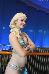 IMG_7621 (willdleeesq) Tags: cosplay cosplayer cosplayers lbce lbce2018 longbeachcomicexpo longbeachcomicexpo2018 disney disneycosplay elsa frozen queenelsa slaveleia starwars