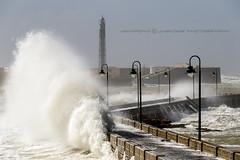 BARRIENDO BARLOVENTO (José Mª Arroyo) Tags: jabkdos jmarroyo jab josémªarroyo cádiz castillo faro farodesansebastián temporal olas mar marejada emma borrasca