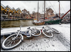 Oude Haven sneeuw (glessew) Tags: rotterdam nederland snow sneeuw schnee neige fiets vélo bicycle biciclette fahrrad 'oude haven'