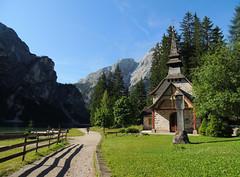 Lago di Braies - 5 (anto_gal) Tags: altoadige sudtirol dolomiti dolomites pusteria dobbiaco toblach 2013 montagna lago braies chiesa cappella pragserwildsee
