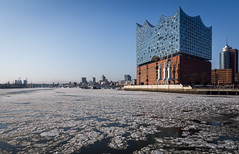 Drift Ice (dlerps) Tags: de daniellerps deutschland europe germany hamburg hamburgerhafen harbor lerps northerngermany seaport sigma sony sonyalpha sonyalphaa77 hafen ice lerpsphotography snow winter driftice frozen freezing harbour river water riverelbe elbe elbphilharmonie elphi elphie concerthall cold city urban skyline building buildings architecture