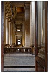 Porte ouverte vers l'inconnu (Jean-Marie Lison) Tags: eos80d sigmaart bruxelles palaisdejustice porte balustrade couloir colonnes