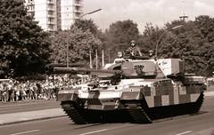 18.6.1989 Letzte Parade der Alliierten Schutzmächte Berlin (rieblinga) Tags: berlin parade alliierten schutzmächte 1861989 panzer grosbritannien sw analog ilford fp4 strase des 17 juni