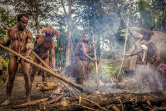 Cooking With Earth Oven Method. (tehhanlin) Tags: papua wamena indonesia sukudani thedanis danitribe tribe dani people culture place places cooking methode sony ngc isolated traditional peoplearoundtheworld