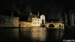 A night in Bruges (24) (Lцdо\/іс) Tags: brugge bruges belgique belgium belgie flamande région vlanderen vlaams travel nightcity city citytrip lights bridge architecture beauty belgian beautiful lцdоіс