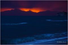 Resistiré (mariadoloresacero) Tags: acero mdacero sony ilca68 life vida vie red rouges rojos couche de soleil sunset beach plage italie italy atardecer ocaso crepúsculo montañas playa italia