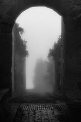 foggy morning in Pienza (wolffslicht) Tags: toscana tuscany nebbia fog nebel morning morgens city outdoor walls stones lamp italy