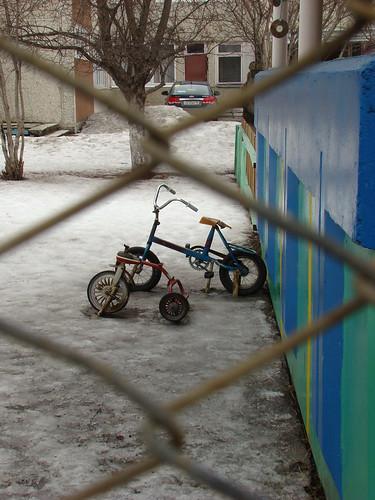 Велосипеды за решёткой ©  ayampolsky