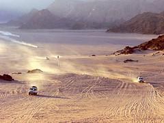 Egypte, Safaga, retour du safari pour le coucher du soleil (Roger-11-Narbonne) Tags: egypte désert safaga bédouin soleil