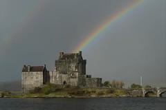 Eilean Donan Castle (finestra29) Tags: castle burg regenbogen wasser meer loch brücke