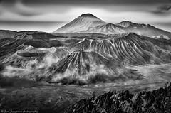 vulcanoes (Jan Jungerius) Tags: indonesia indonesien indonesië java vulkan vulkaan volcano bromo wolken clouds zwartwit blackandwhite noiretblanc landschaft landscape landschap berg mountain nikond7000