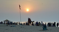 India! (draskd) Tags: puri puribeach crowd india odisha orissa bayofbengal sunny sun hot microcosm nikond7100 life elements litter sky sea seabeach people water beach sunset