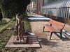 Mitten im Weg mit Ausblick auf Pferdchen (1elf12) Tags: karlsruhe schlosbezirk botanischergarten germany deutschland bank bench skulptur art kunst pferd horse
