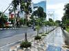 Jalur Pedestrian - Jalan MAYJEND. Sungkono (Depan Taman Makam Pahlawan) (2) (Detta Priyandika) Tags: surabaya suroboyo skyscrapers street sidewalk sustainable city kota jalur pedestrian jalan raya indonesia endonezya