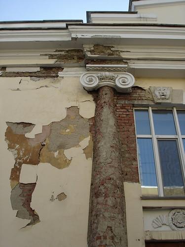 Осыпающаяся колонна ©  ayampolsky