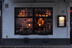 Bistro Pro Deo, Bruges, Belgium (Plan R) Tags: bistro restaurant prodeo bruges evening window leica m 240 noctilux 50mm brick lamp light menu