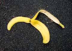 20180313-032 (sulamith.sallmann) Tags: abfall banane bananenschale berlin deutschland garbage gelb germany mitte müll umwelt wedding yellow sulamithsallmann