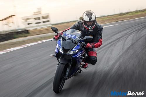 2018-Yamaha-R15-V3-5
