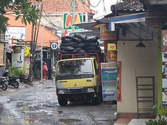 Indonesia-Bali Kuta Road 20171130_091919 LG (CanadaGood) Tags: asia seasia asean indonesia bali kuta rain shopping truck vehicle sign canadagood 2017 thisdecade color colour