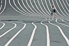 Ton sur ton (Rosetta Bonatti (RosLol)) Tags: roslol rosettabonatti copenhagen copenaghen superkilen street streetphotography danimarca denmark woman donna candid stripes nørrebro park