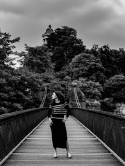Parc des Buttes-Chaumont (Nathanaël Photo) Tags: 75019 cheveuxbouclés cheveuxlongs france modèle mytea parcdesbutteschaumont paris parisbyelles robe uneseulefemme