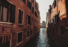 Venice impressions (dieterein) Tags: italy italien impressions photograpy venedig venice city town venezia river canal architecture architektur building water wasser tones light morning early