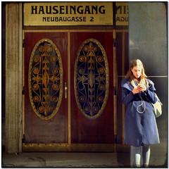 Vienna Calling (pixel_unikat) Tags: entrance door wien vienna girl jugendstil artdeco austria textured