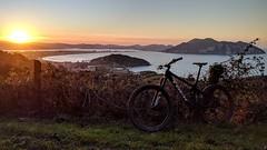 MyTrek (JLL85) Tags: bici bike bicicleta mountain montaña laredo cantabria atardecer sunset sol sun mar sea bay bahia paisaje landscape verde green nature naturaleza cielo sky trek mountainbike btt mtb
