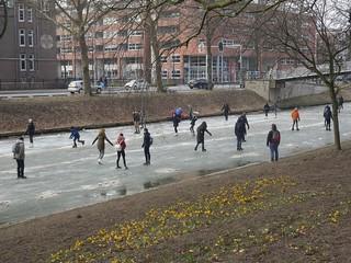 Utrecht: Ice-skating on Catharijnesingel
