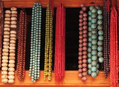 Ketten (MKP-0508) Tags: marrakesch marokko maroc morocco ketten chaînes necklaces schmuck kunterbunt motley bariolé accumulation