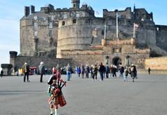 02-18 Edinburgh Castle (gatbeverley) Tags: miniatures edinburgh scottish piper miniature castle