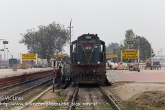 180222_02 (The Alco Safaris) Tags: alco dlw wdm3a dl560 rsd29 bwn burdwan 18994 13147 sealdah new cooch bear uttar banga express indian railways broad gauge