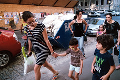 AA019A (նորայր չիլինգարեան) Tags: fujicolorsuperiaxtra400 kodakpakonf335 mamiyasekore28mmf28 mamiyazm երեխաներ թբիլիսի ժապաւէն լուսանկարներ փողոց քաղաք