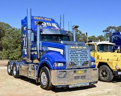 Ross Transport (quarterdeck888) Tags: trucks transport semi class8 overtheroad lorry heavyhaulage cartage haulage bigrig jerilderietrucks jerilderietruckphotos nikon d7100 frosty flickr quarterdeck quarterdeckphotos roadtransport highwaytrucks australiantransport australiantrucks aussietrucks heavyvehicle express expressfreight logistics freightmanagement outbacktrucks truckies mack macktrucks macktrucksaustralia australianmacks mackmuster kyabrammackmuster2018 truckshow truckdisplay oldtrucks oldmacks superliner ross rosstransport