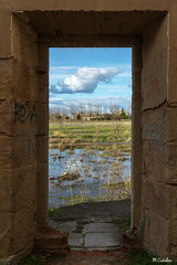 LA PUERTA (mañega) Tags: ruinas graffiti nubes agua puerta puentegudino salamanca nikon sky blue