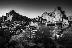 Île-Grande... (De l'autre côté du mirOir...) Tags: îlegrande bretagne rocher mer littoral eau breizh bzh brittany fr france french nikon nikkor d810 nikond810 monochrome noiretblanc noirblanc nb blackwhite bw négroyblanco